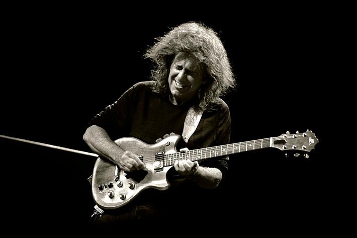 Pat-Metheny-Guitar-Jam-Wallpaper